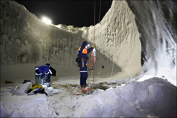 Inside-winter-permafrost-hole-720-pix